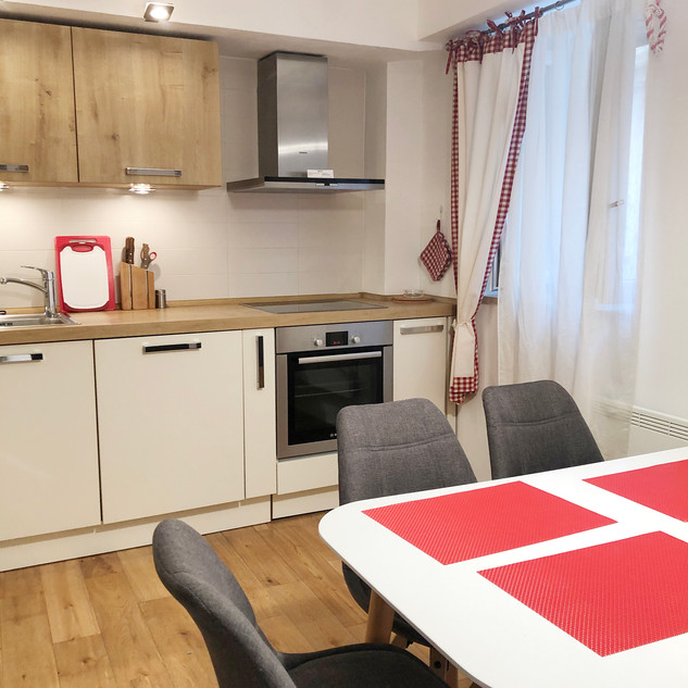 SolineHome Brela | House for rent | Kitchen table (6 guests max)