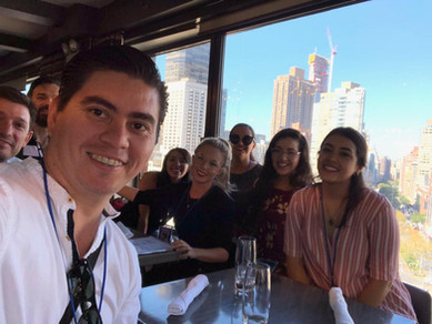 Participantes disfrutando de la vista de NY