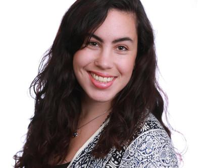 Kids Yoga Teacher Spotlight : Claire Eades