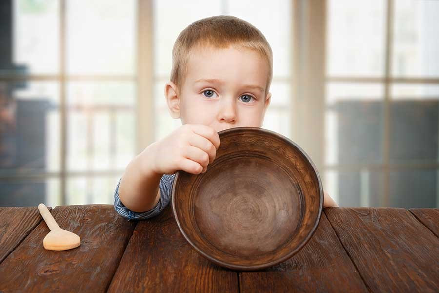 Kid holding an empty plate