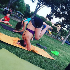 What are you doing tonight_ Want to meet up for free yoga in centennial plaza at 6_30_ 😊 #daretodreamyoga #yogadate #freeyoga #yogaonatuesda