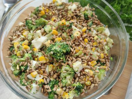 🧄🥦 Pyszna sałatka z brokułem, jajkiem i kukurydzą 🥦🧄