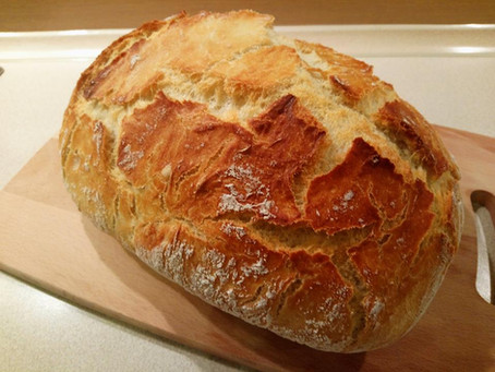 Pyszny domowy chleb z chrupiącą skórką