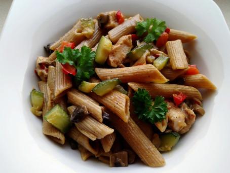 Makron z kurczakiem, warzywami i mozzarellą