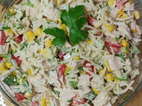 Kolorowa sałatka z szynką :) gotowa w kilka minut !