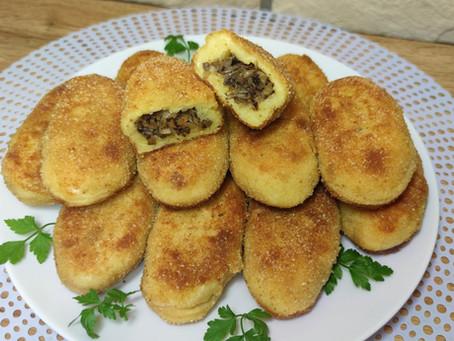 Kotlety ziemniaczane z kapustą kiszoną i pieczarkami