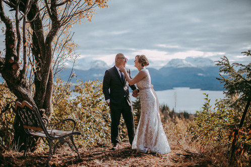 October - Bride and Groom at Diamond Willow
