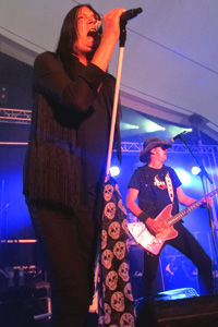 Pete Way Live Int Pic 7.jpg