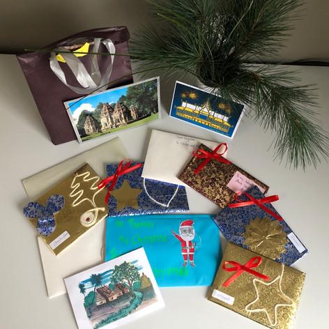 So sind die gebastelten Weihnachtskarten in der Schweiz angekommen und wurden an die Sponsoren weitergeleitet