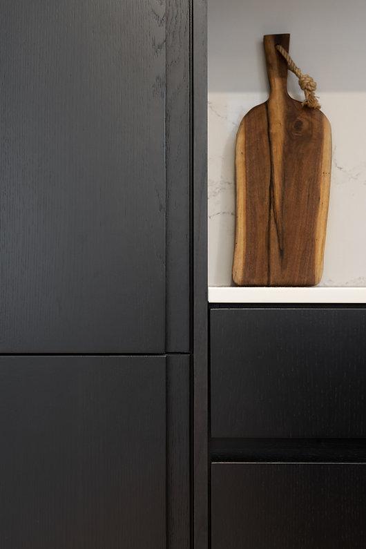 cuisine-noir-blanc-moderne-minimaliste-épurée-ligne-droite-classique-néoclassique