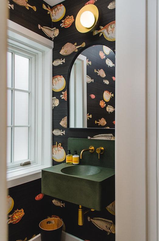 les-stéphanies-lavabo-béton-sur-mesure-custom-miroir-arche-papier-peint-plomberie-laiton-robinet-laiton