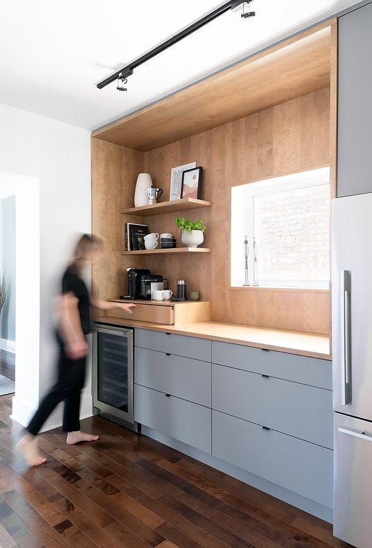 les-stéphanies-coin-café-cuisine-moderne-bois-gris-tablettes