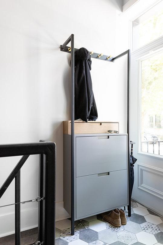 les-stéphanies-meuble-entrée-sur-mesure-métal-laiton-rangement-soulier-motifs-céramique