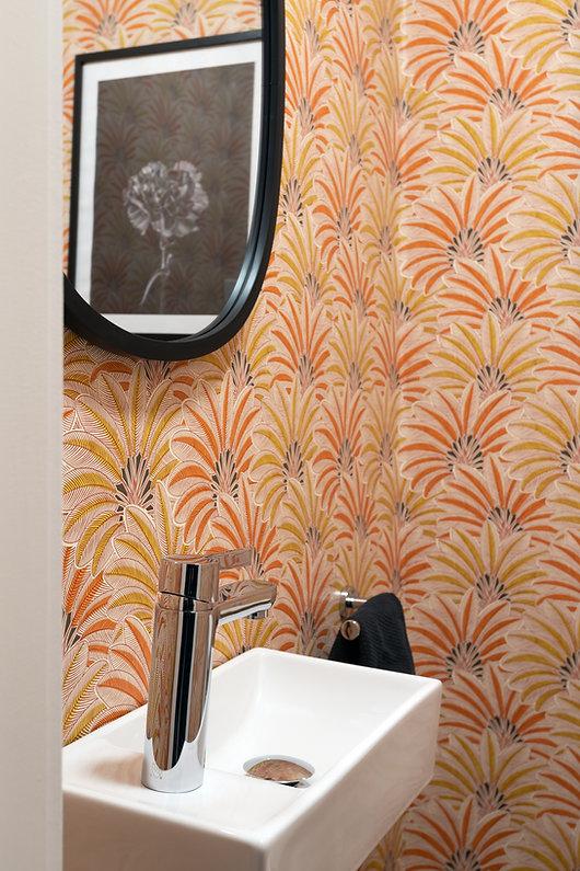 les-stéphanies-salle-d'eau-papier-peint-robinet-plomberie-chrome-noir-miroir-lavabo-porcelaine-affiche-illustration