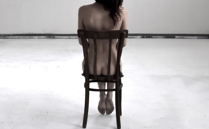 9.corpo2 su sedia banchisa.jpg