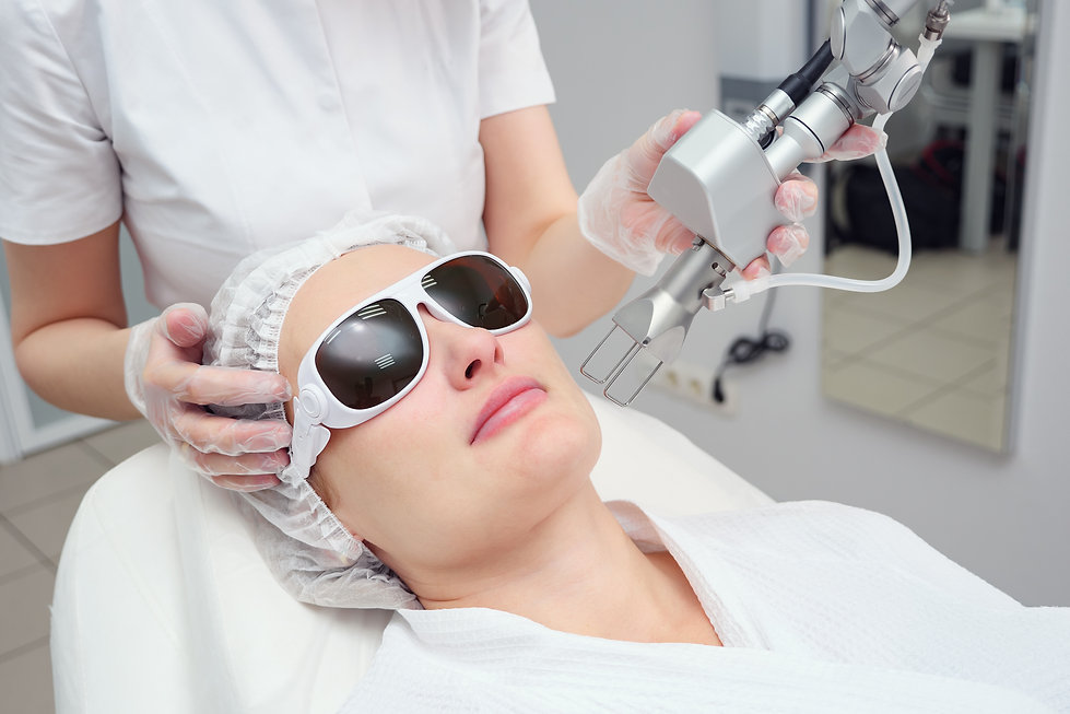 cosmetologist-hand-holds-neodymium-laser