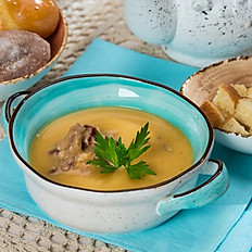 Гороховый суп-пюре с копченостями и гренками