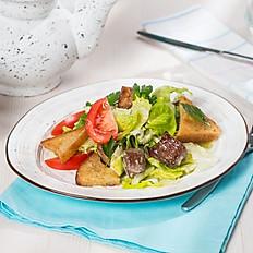 Салат с ломтиками свинины