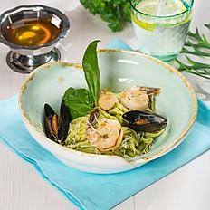 Домашняя лапша с морепродуктами