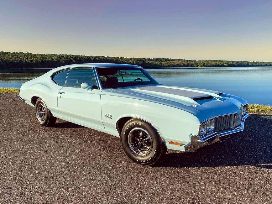 1970 442 4 speed azure blue.jpg