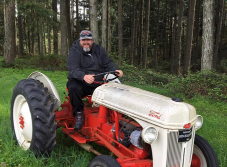 Nick on da farm w/his customer!! Click here!