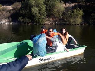 Los jóvenes del 22 AG quitaron 63 bolsas de residuos del lago