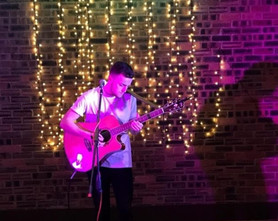 Easter Saturday Brunch with Live Music by Guitarist and Singer Tom Featherstone - Sat 20 Apr