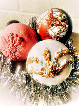 """Jingle Baubles"",  a vintage distressed Christmas ball making workshop"