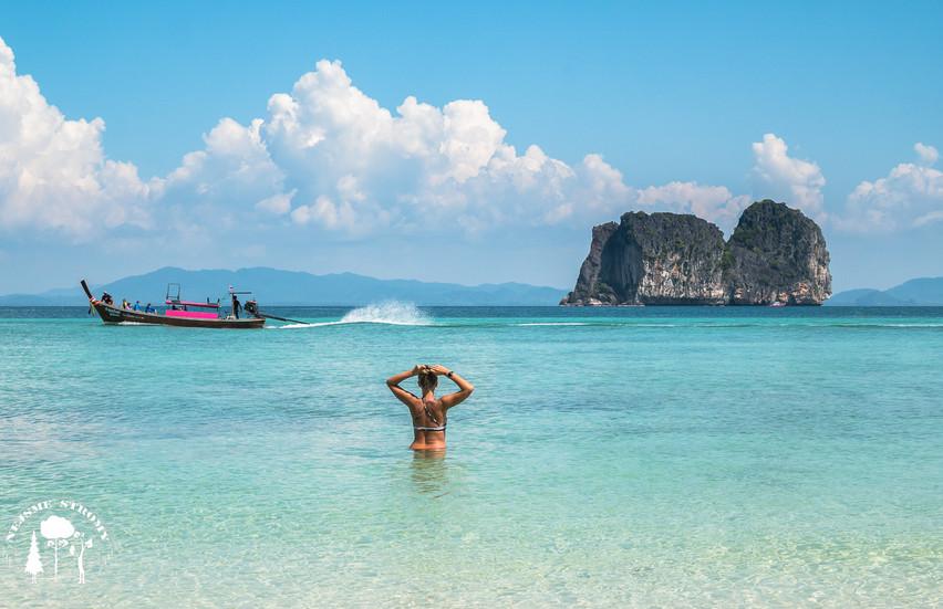 Malý strůvek Ko Ngai má překrásné pláže s vodou která se je srovnatelná například i s Maledivami