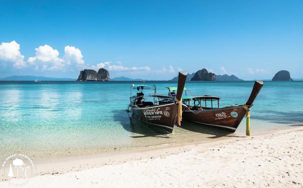 Na ostrov Ko Ngai jsme se dostali těmihle pro Thajsko typickýámi leďkami.
