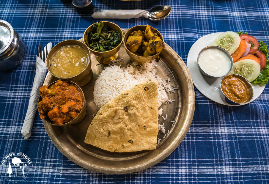 Tradiční nepálské jídlo Dal bhat