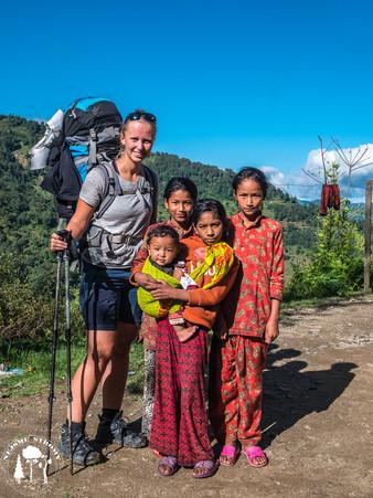 První vesnička Shivalaya a Míšu hned obklopily místní děti.