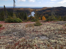 Point de vue du lac Caché.jpg