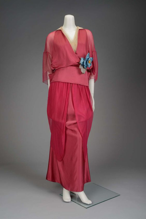 Premet afternoon gown, 1914. Museum of Fine Arts, Boston.