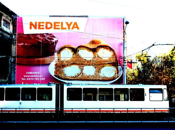bucarest_pubblicità_e_tram.jpg