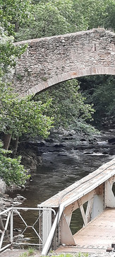 """""""Sous le Pont Mirabeau coule la Seine et nos amours..."""""""
