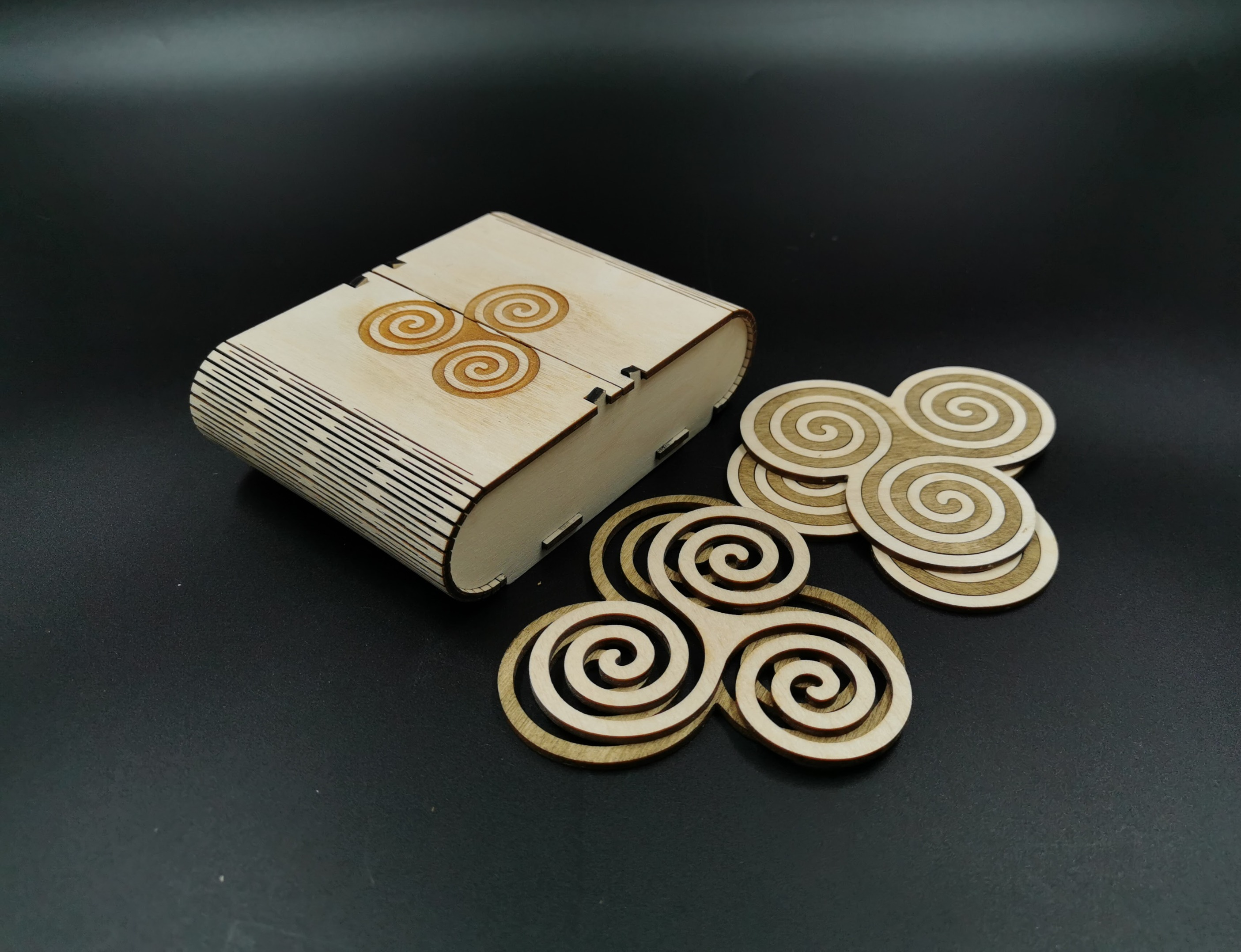 Wooden coasters box Triskele with 6 coasters