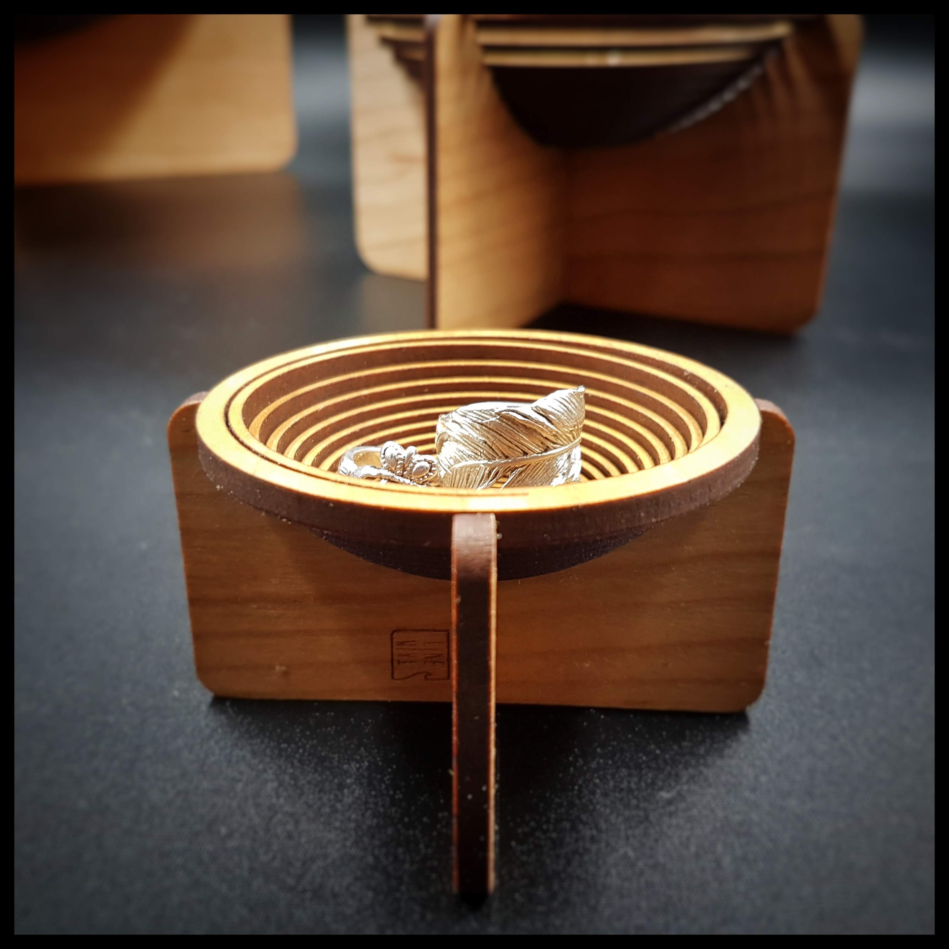 petit bol plat à bijoux en bois en spira