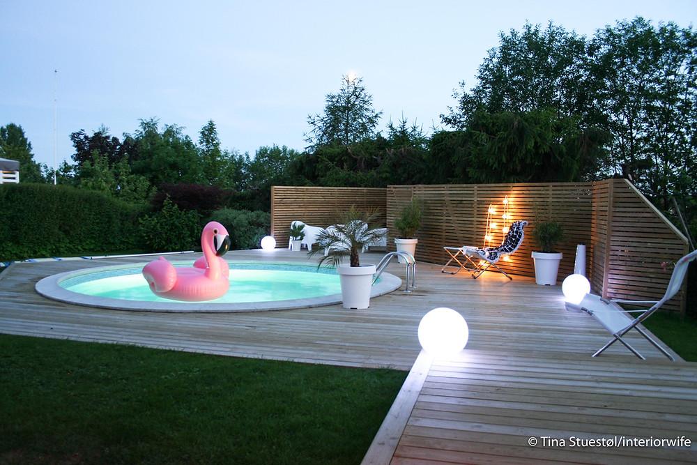 Flamingo i solnedgang. Og jada, det er 29 grader om kvelden også. Klar for nattbad?