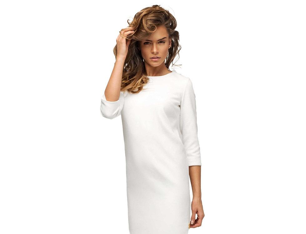 אישה יפה בשמלה לבנה
