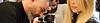 מעצב שיער מתקין תוספות של טייפאיט