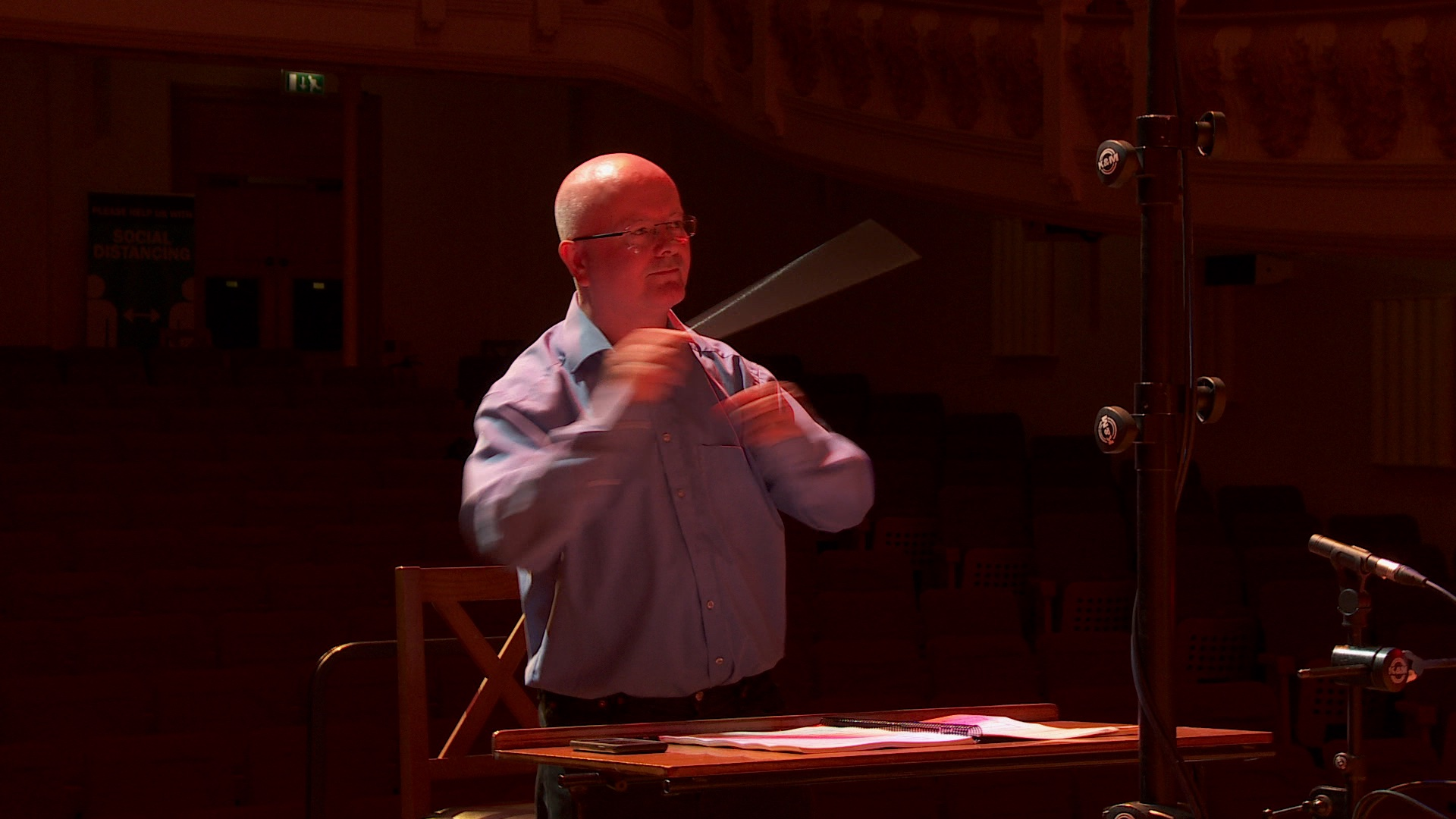 Benjamin Pope conducting