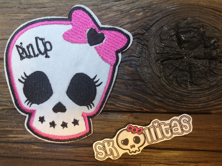 Pinup Skull weiss 9 x 9 cm