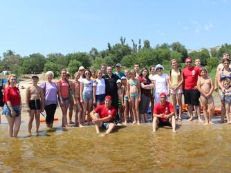 Показательные учения летом на пляже Грамши со школьниками Тракторозаводского района