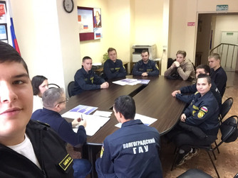 Экзамен по правилам безопасности на воде зимой со студентами ВолГАУ