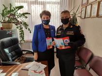 Вручение информационного материала по профилактике безопасности на воде МОУ СШ №78 г.Волгограда