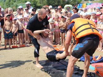 Показательные учения на пляже Грамши для школьников Краснооктябрьского района