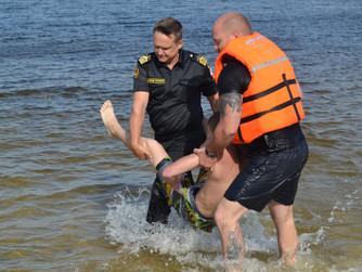 ВОСВОД и спасатели Волгоградской области организуют профилактические занятия на воде на пляже Грамши