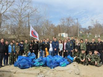 """Акция """"Чистый берег"""" на реке Волга в г. Волгограде"""