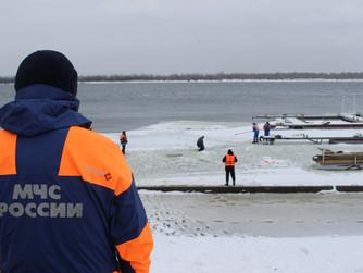 Показательные учения на льду для школьников Ворошиловского района